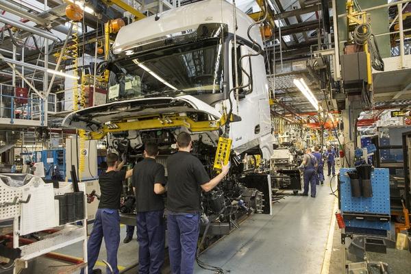 週払い◎月収38万可!トラック製造組立作業◆1,800円で寮完備◎